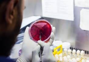 Pobieranie materiału zszkła laboratoryjnego